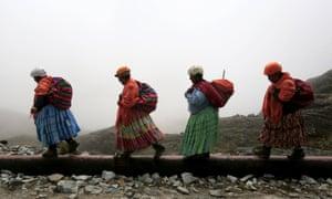 The cholita climbers walk toward Huayna Potosí
