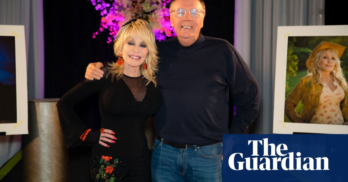 Dolly Parton to publish her first novel in 2022
