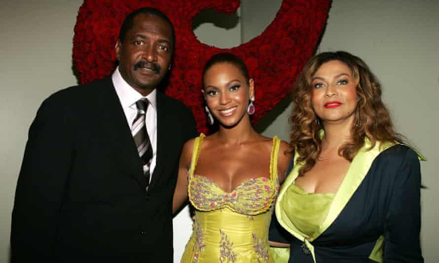 Beyoncé bersama orang tuanya Mathew dan Tina Knowles pada tahun 2005