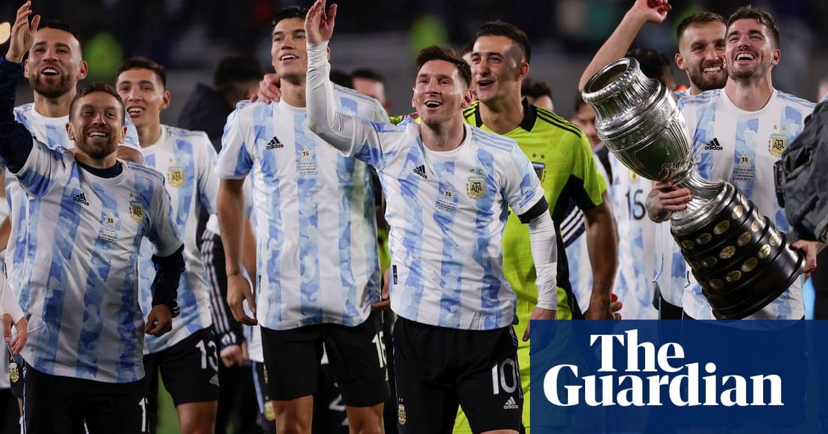 Messi scores Argentina hat-trick to break Pelé's international goals record