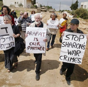 Uri Avnery marching with Gush Shalom peace activists, 2002.