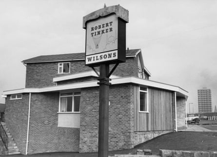 Pub sign commemorating Robert Tinker, founder of Vauxhall Gardens.
