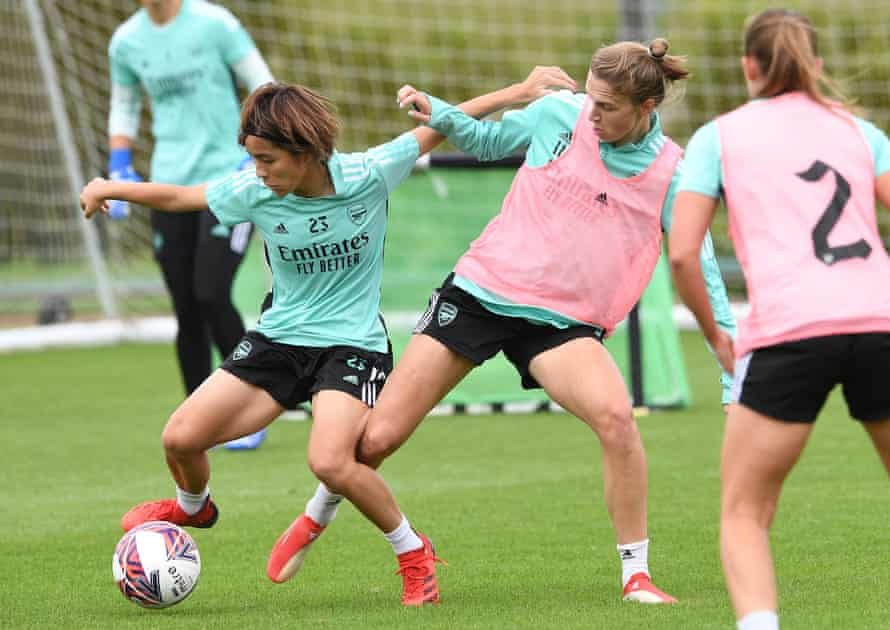 'We understand each other': Mana Iwabuchi and Vivianne Miedema in Arsenal training.