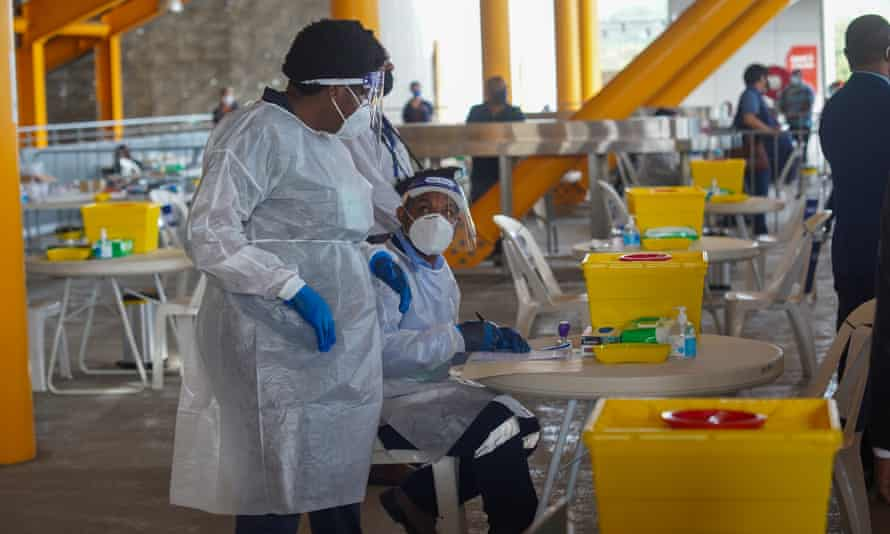 Health workers administer Covid vaccines in Papua New Guinea.