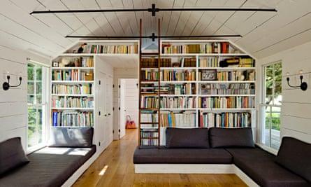 Built-in seating maximises floor space.