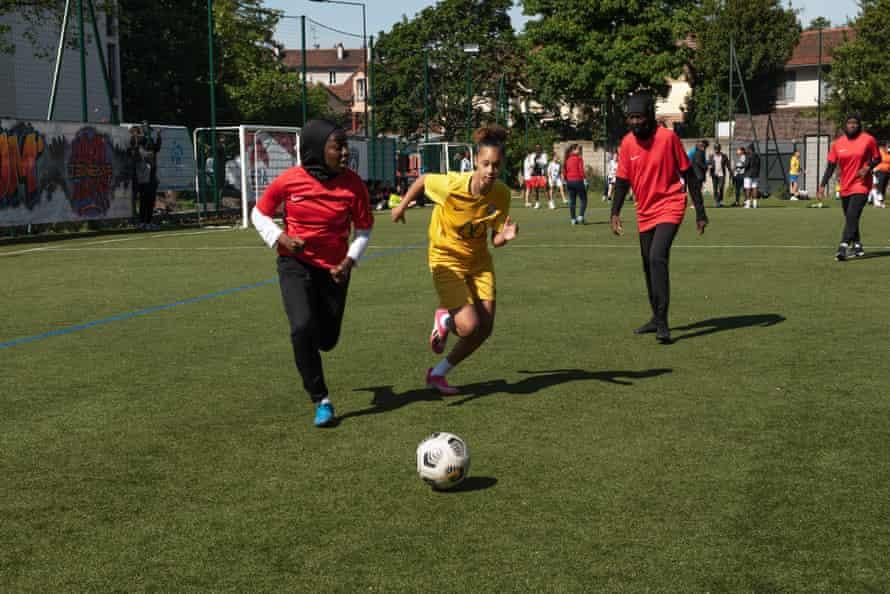 Karthoum Dembélé playing with Les Hijabeuses