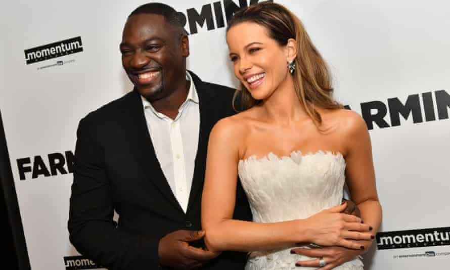 Farming, diretto da Adewale Akinnuoye-Agbaje, a sinistra, e interpretato da Kate Beckinsale, a destra, è stato anche interpretato da Zach Avery, alias Zachary Horwitz.