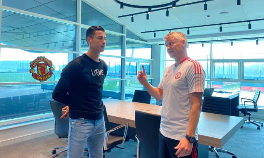Cristiano Ronaldo talks to the Manchester United manager, Ole Gunnar Solskjær.