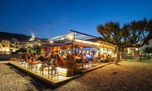 Boia Nit, Bar Boia, Girona at dusk and full of people