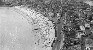 The esplanade and beach, Weymouth, 1932