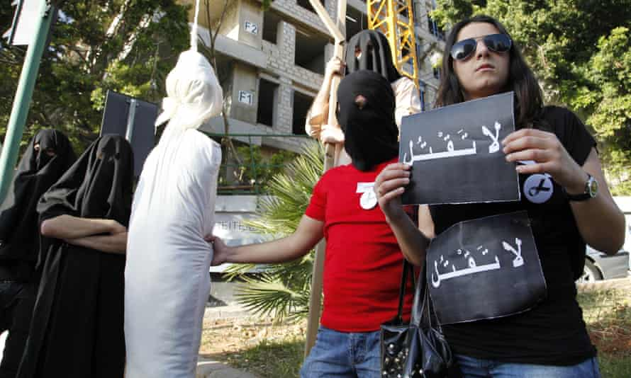 """Activists holding a sign that reads """"Don't kill"""" protest against the execution of a Lebanese man in Saudi Arabia."""