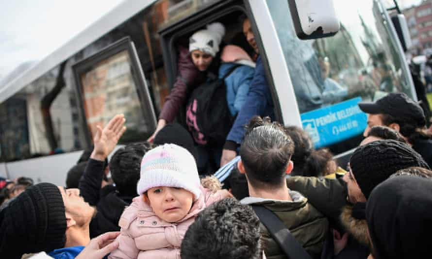 Syrian refugees board a bus as they head to the border villages of Edirne province from Istanbul.