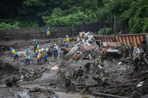 Shizuoka, Japan: Police rescue teams and Japanese soldiers search for missing people at the site.