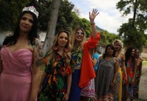 Waving beauty queens