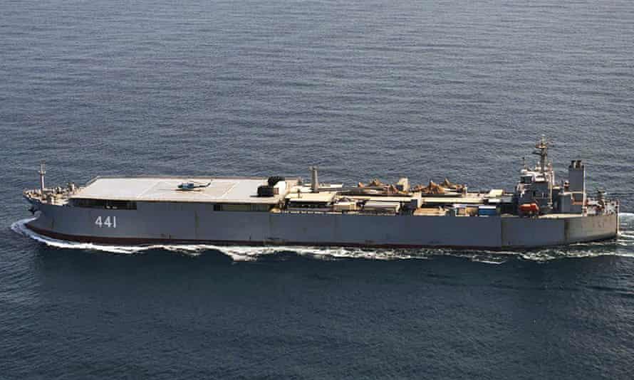 سفينة جمع ودعم البحرية الإيرانية مكران المرافقة لسهند