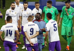 will.i.am chats with the Real Madrid team as they wait to receive the trophy.