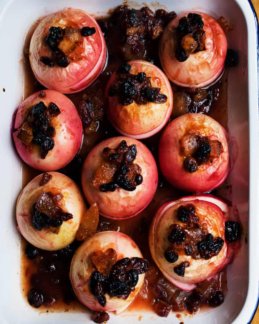 Quince perfect: baked apples, quince paste and vine fruits.