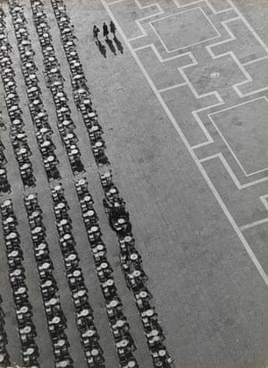 Divergent (Divergente). 1949