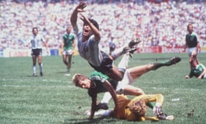Diego Maradona clears the challenges of West Germany goalkeeper Harald Schumacher and defender Karlheinz Förster in the 1986 World Cup final.