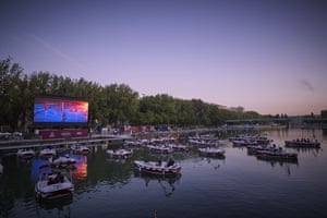 Paris: 38 Electric boats were installed on the Quai de Seine canal to screen short movies