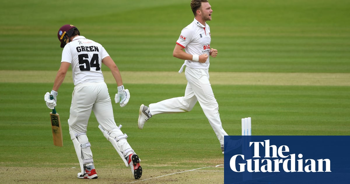 Essex edge day one of final despite Eddie Byroms defiance for Somerset