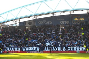 Terriers fans show their appreciation for David Wagner.