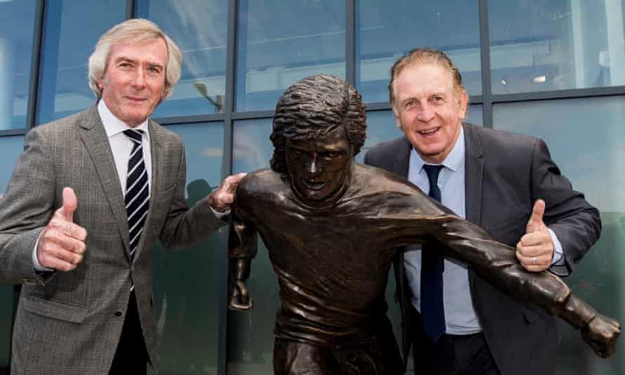 Pat Jennings (left) and Gerry Armstrong give a thumbs up to the statue of Best.