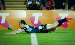 Michael Morgan dives over for a try.