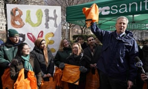 New York City Mayor Bill de Blasio distributes reusable bags in Union Square Park on 28 February 2020