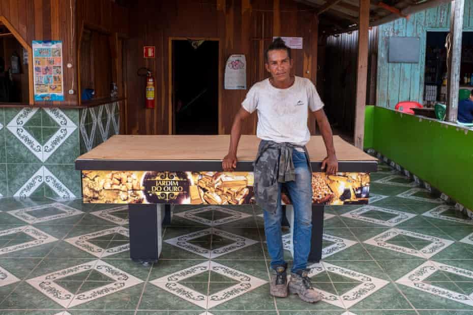 Túlio Pinheiro, mineiro de 33 anos, perdeu o emprego perto do Jardim do Ouro após a repressão militar: 'O Bolsonaro não apóia isso ... Se dependesse dele, nada disso estaria acontecendo.'