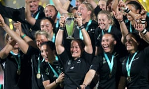 Fiao'o Faamausili lifts the trophy after New Zealand won the 2017 Women's World Cup Final.