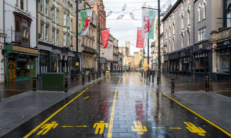 A general view of an empty high street is seen on 20 December in Cardiff, Wales.