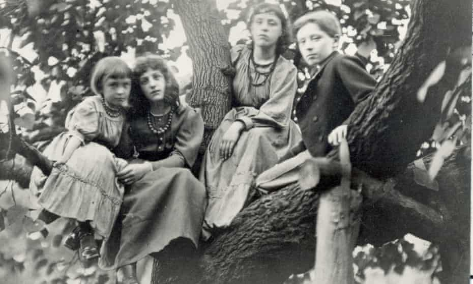Unbound by starchy Victorian protocols… from far left: Margaret Burne-Jones; May Morris; Jenny Morris and Philip Burne-Jones in London, 1874.