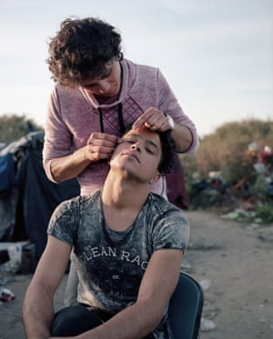 Two men thread their eyebrows at Calais, November 2015