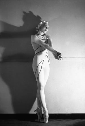 Alicia Markova in Rouge et Noir, 1939. Ballet Russes de Monte Carlo. Choreography by Massine, costumes by Matisse