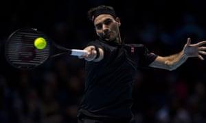 Roger Federer battles in vain against Stefanos Tsitsipas, 17 years his junior.
