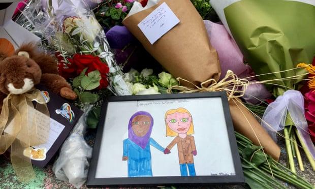 'Kami mencintaimu': masjid-masjid di seluruh dunia dihujani bunga