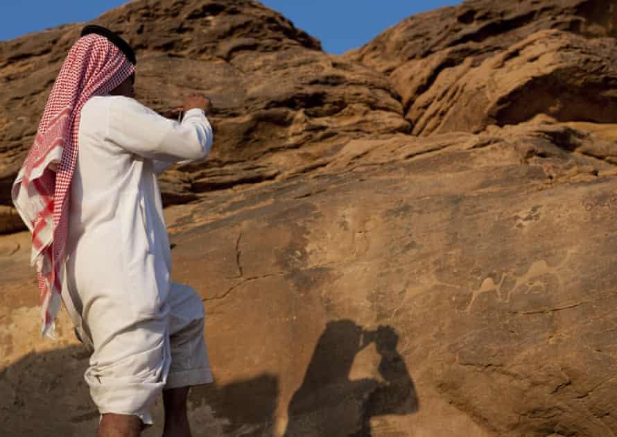 Una roca tallada en los pozos de Hama en Najran, Arabia Saudita