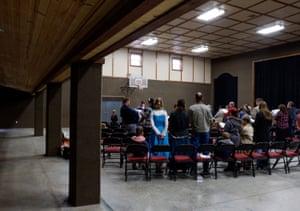 Na comunidade poligâmica que os moradores chamam de The Ranch, os membros se reúnem para o culto na manhã de domingo.