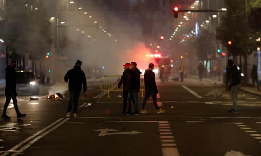 Protesters set up a barricade on Gran Vía in Madrid
