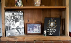 A shelf at Philippe Albert's house with moments of his time in the Premier League and with Anderlecht.