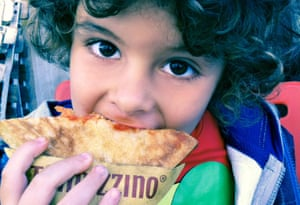 Child eating a trapizzino