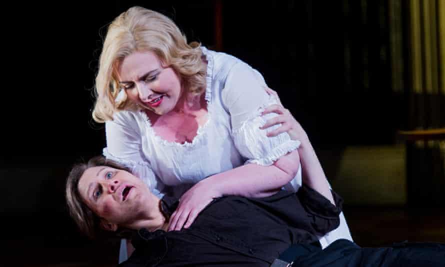 Dramatic momentum … Sarah-Jane Brandon as Giulietta and Stephanie Marshall as Romeo in I Capuleti e i Montecchi.