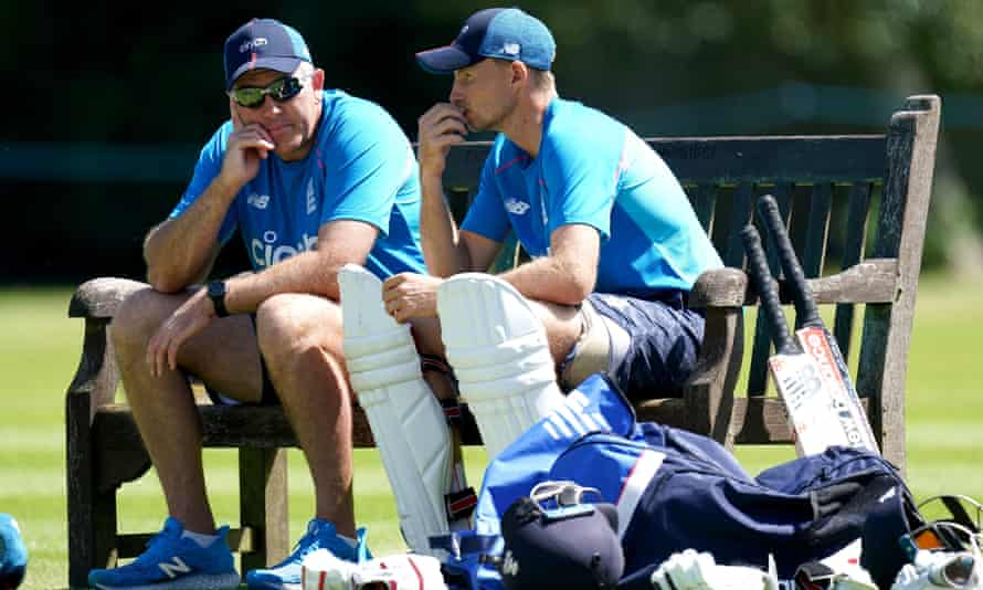 England's head coach, Chris Silverwood (left), and the captain, Joe Root, at Edgbaston on the second day of the comprehensive defeat by New Zealand.