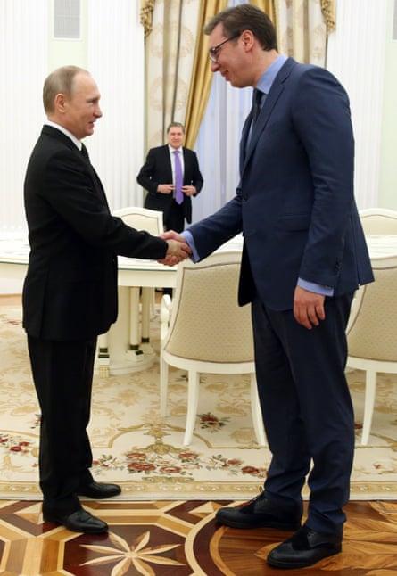 Aleksandar Vučić shakes hands with Vladimir Putin