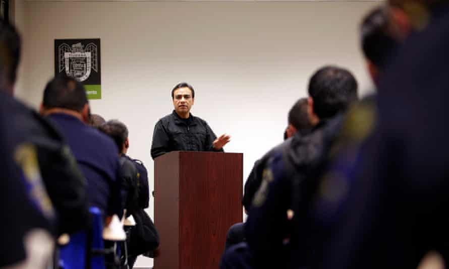 Julian Leyzaola speaks with his police officers in Tijuana, Mexico in 2009.