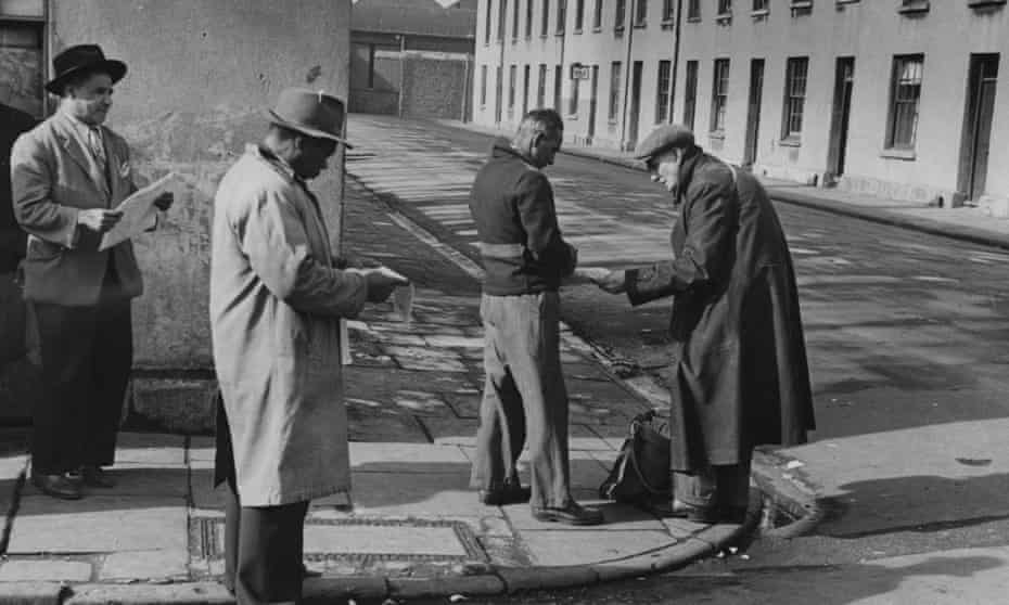 'Mohamed's solidarity with Mahmood's community is made explicit': sailors gambling in Butetown, Cardiff, in the early 50s