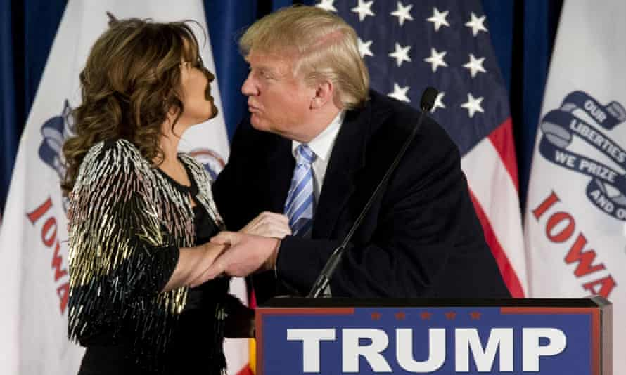 Donald Tump goes in for the kiss.