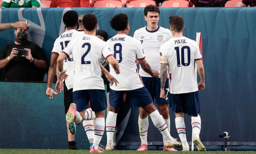 Gio Reyna celebrates his goal with his USA teammates against Mexico