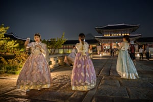 People in traditional dresses at Gyeongbokgung Palace in Seoul, South Korea